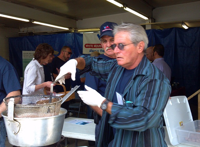 Barry boils the bratwurst